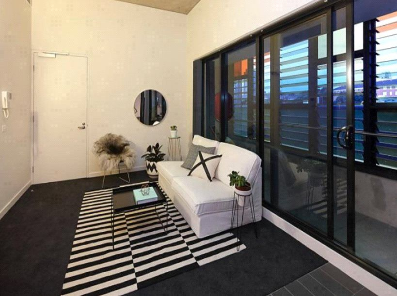 Sunday Apartments: Elegantly Designed Two Bedroom Apartment Close to Everything!