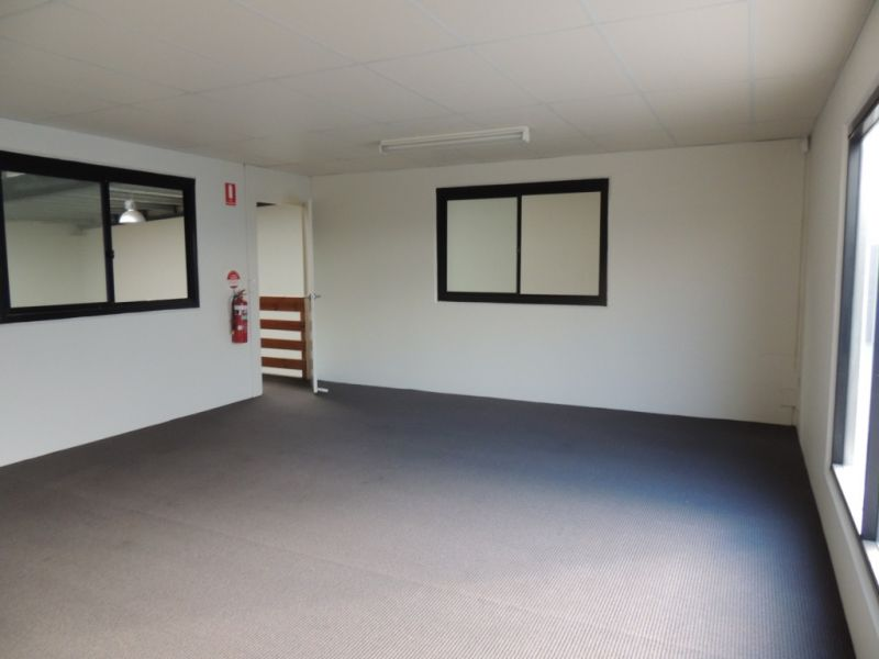 217m2* Warehouse / Office