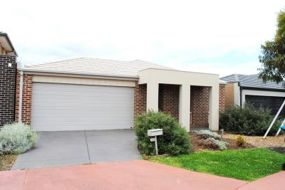Innisfail Estate, 23 Tanner Mews: Low Maintenance Living!