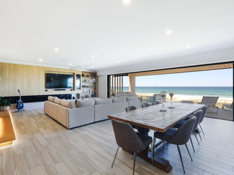 Whole Floor, 366m2 Absolute Beachfront Apartment in Luxury Boutique Building