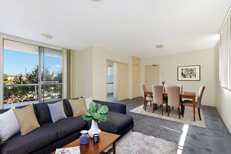 THREE BEDROOM APARTMENT WITH PARKING