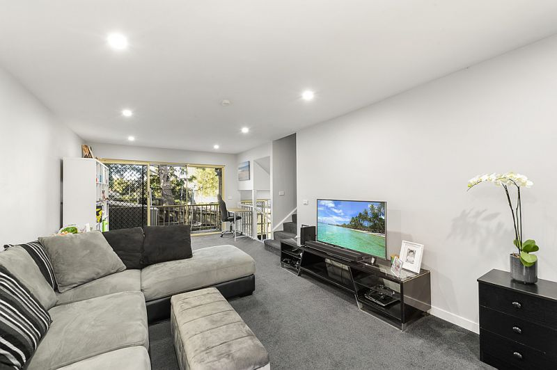 Stunning renovated townhouse in quiet location