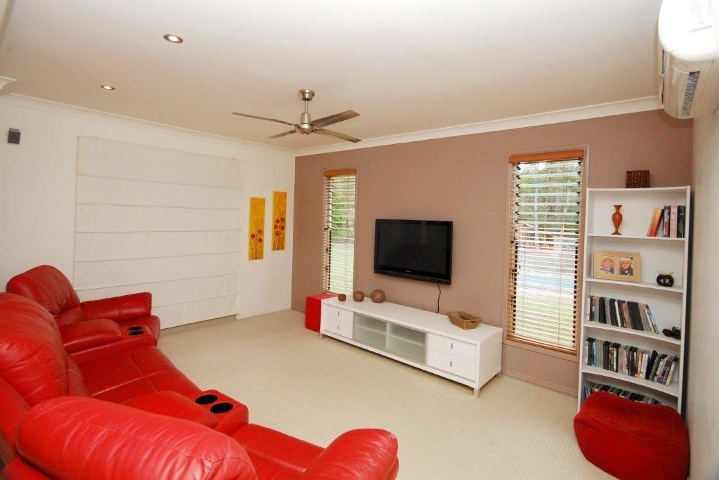 34 Kingsgate Drive, Tinbeerwah QLD 4563