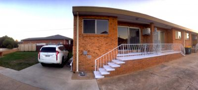 Townhouse minutes walk from CBD and best park in town!