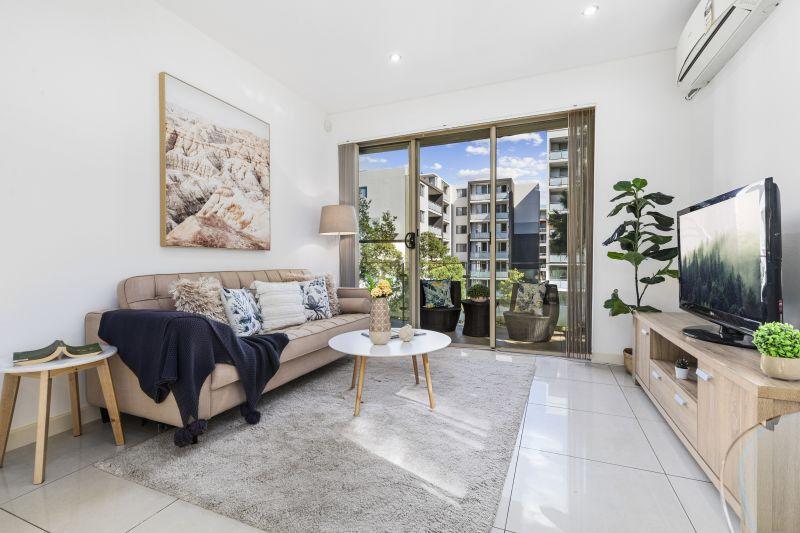 Ultra-Convenient, Spacious 2 Level Contemporary Apartment