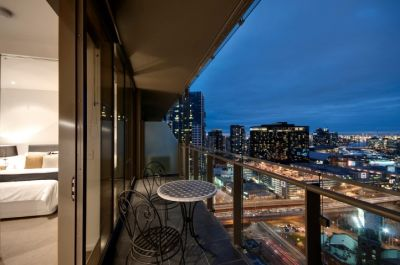 EPIC - Spectacular 2 Bedroom Apartment at the Centre of Everything!