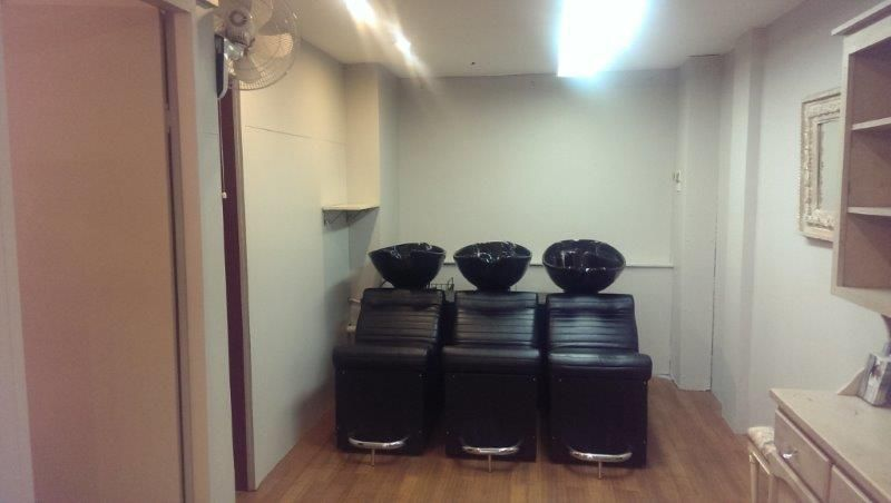 HAIR SALON - FULLY FITTED & READY TO MOVE IN!
