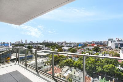 Top Floor 3-Bedroom Apartment in the Heart of Green Square
