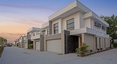 LUXURIOUS TOWNHOUSE BIG AS HOUSE