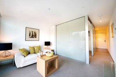 Flagstaff Place: Stylish One Bedroom Apartment - With Whitegoods Included!