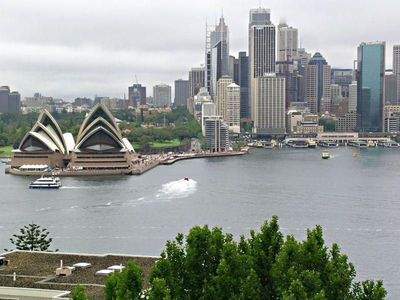 Sensational Opera house, city and Bridge Views!
