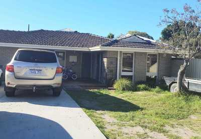 Opposite to the Riverton Primary School and in the popular, sought after ROSSMOYNE HIGH SCHOOL ZONE
