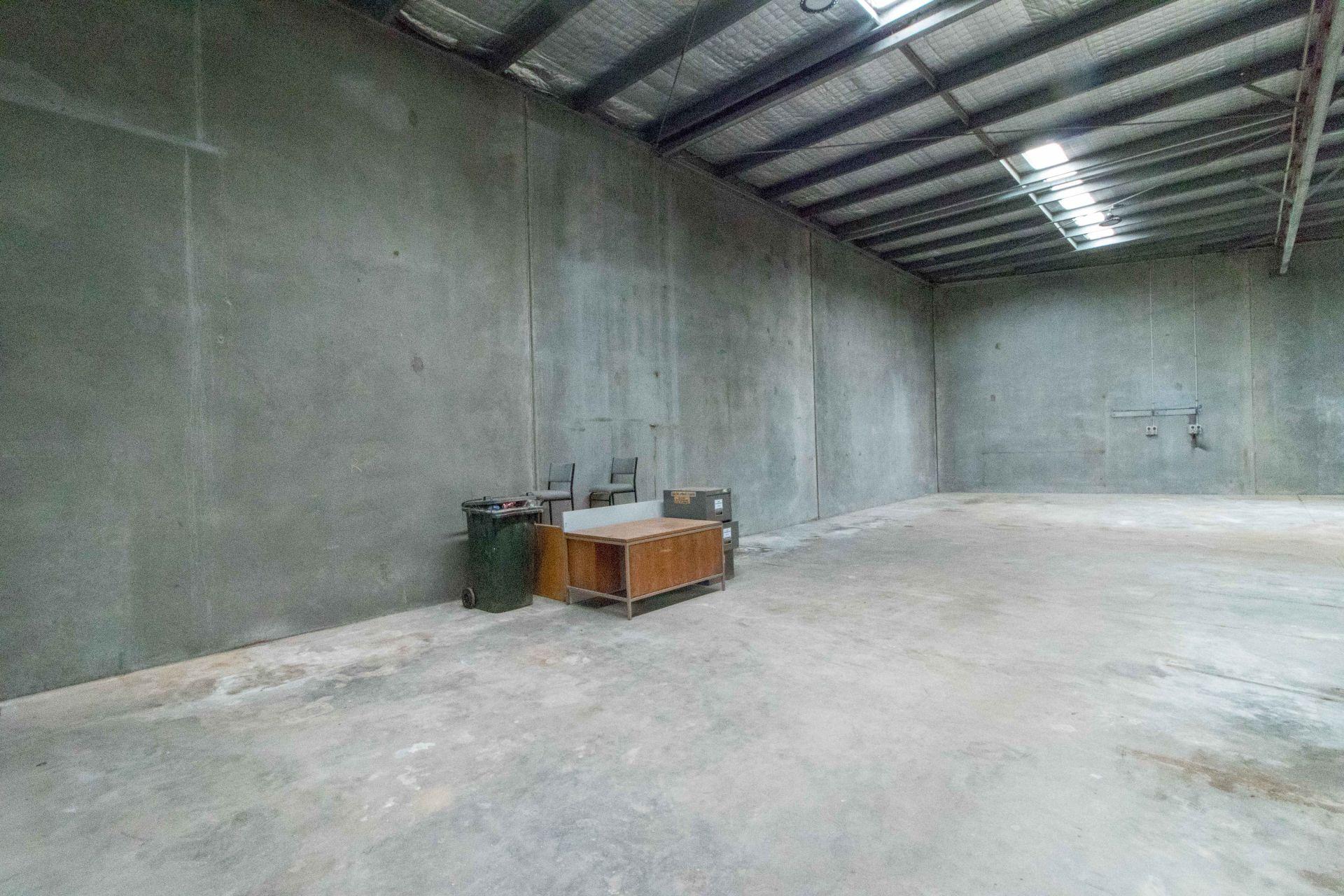 Showroom & Warehouse