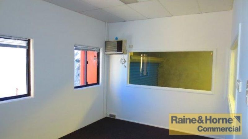171sqm Tilt Panel Unit with Airconditioned Offices over Two Levels