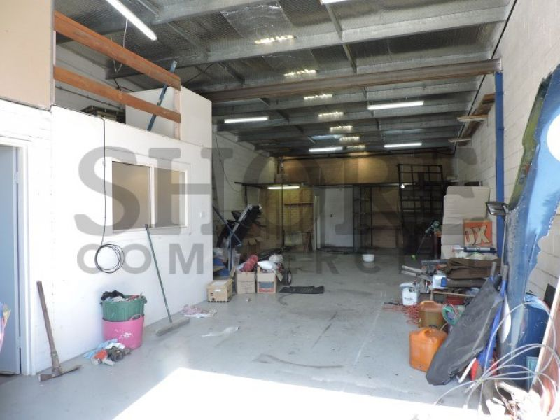 GREAT LITTLE INDUSTRIAL UNIT IN MANLY GROVE