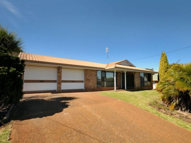 Spacious & Immaculately Presented Family Home