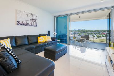 Stunning Apartment with City Views, Low Body Corp - Pet Friendly As Well!