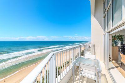 Stunning 243m2 Beachfront Penthouse - Unbeatable Value