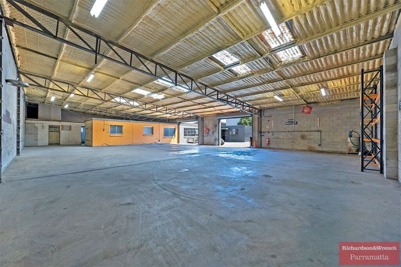 WAREHOUSE WITH HUGE YARD SPACE