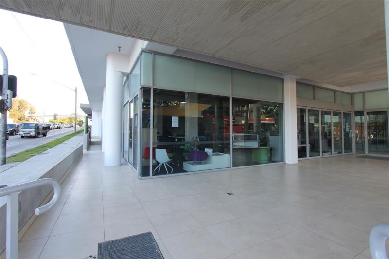 202m² OFFICE/SHOWROOM ON PRINCES HIGHWAY - PRIME POSITION