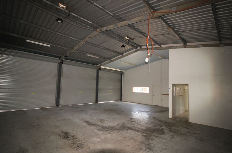 Earlville Mechanical Workshop With Secure Storage Yard For Lease