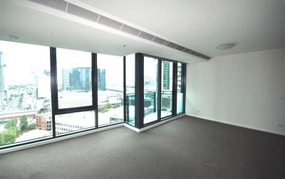 Southbank ONE: 17th Floor - Corner Apartment with Stunning Views!
