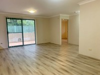 Spacious top floor apartment – new flooring – available now!