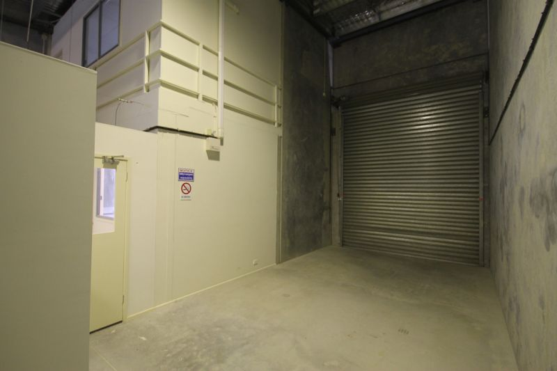LARGE OFFICE WITH WAREHOUSE COMPONENT