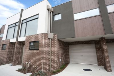 Modern Townhome in the Heart of Noble Park!