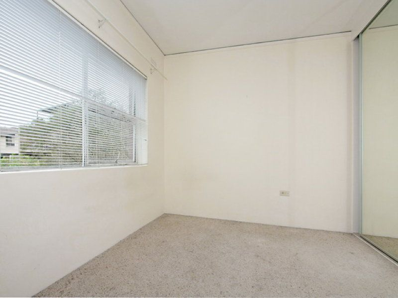 Bright Top Floor Apartment with Parking