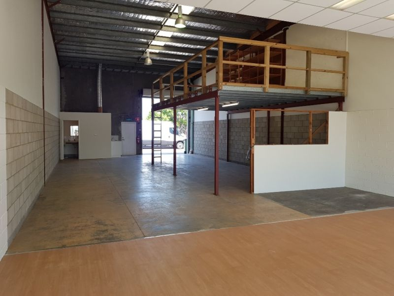 Attractive Showroom / Warehouse in Prominent Location
