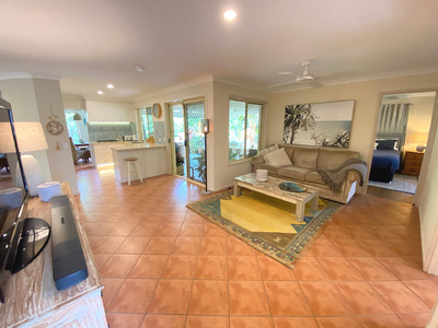 RENOVATED FAMILY HOME, HOME OFFICE, POOL & SIDE ACCESS