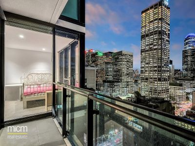 Melbourne One: 25th Floor - Light Filled Three Bedroom with City Views!