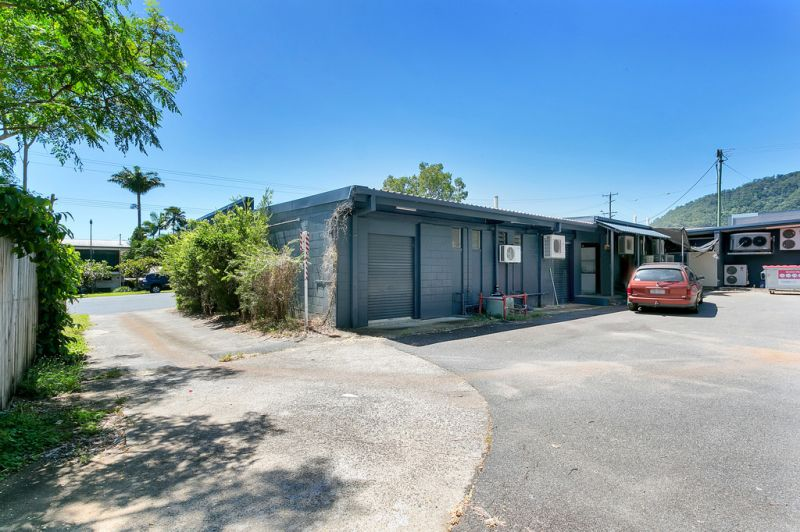 Suburban Shopping Complex - Bayview Heights