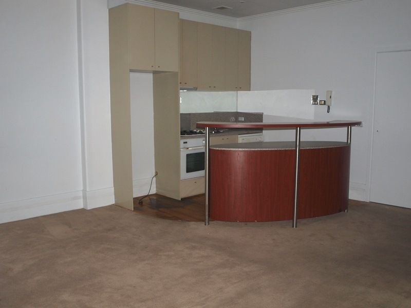 Spacious Two Bedroom Apartment in Little Collins Street - Close To Everything!