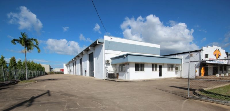 High Clearance Warehouse Centrally Located