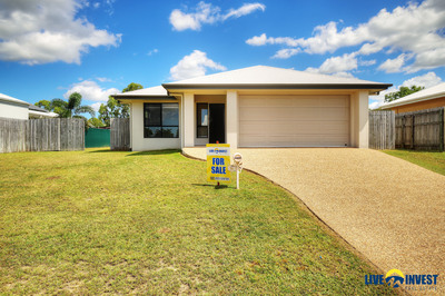 """GET IN QUICK!! HUGE 948M2 BLOCK-VACANT POSSESSION- IS THIS """"YOUR"""" NEW HOME?"""