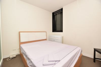 Fully Furnished Studio with Study - Close to Melbourne Uni!