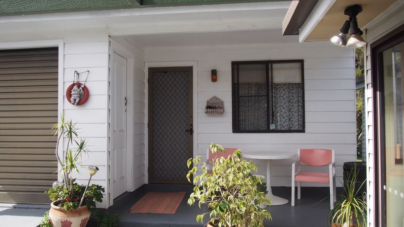FULLY SELF CONTAINED STUDIO UNIT IN THE HEART OF URUNGA; POWER & WATER INCLUDED