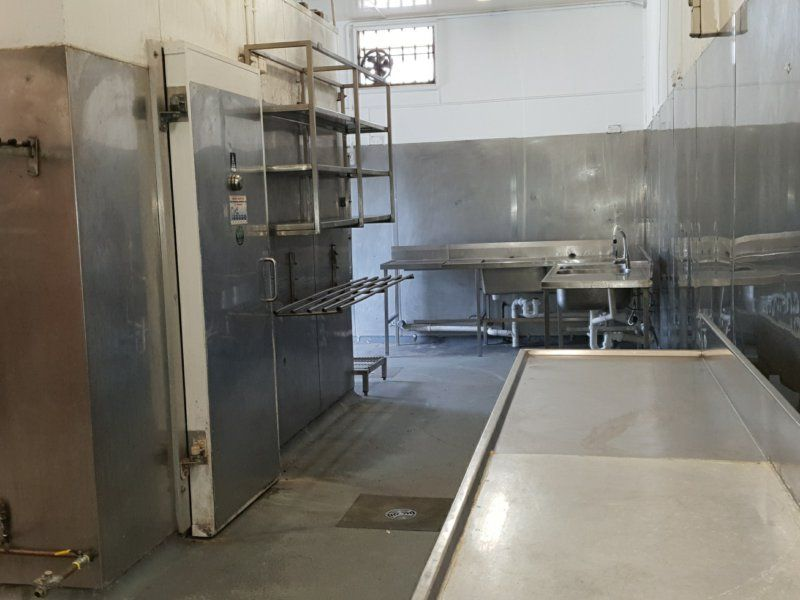 AFFORDABLE COMMERCIAL KITCHEN IN WOY WOY!!