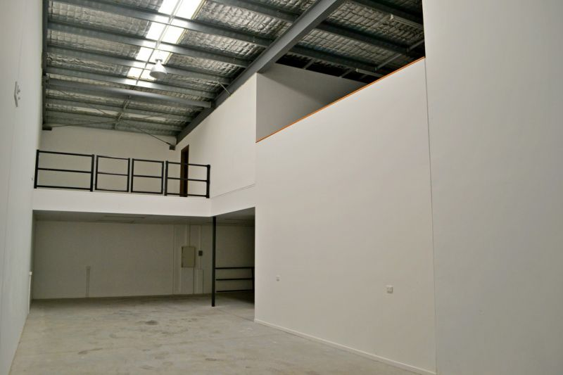 Quality Warehouse & Showroom / Office Space