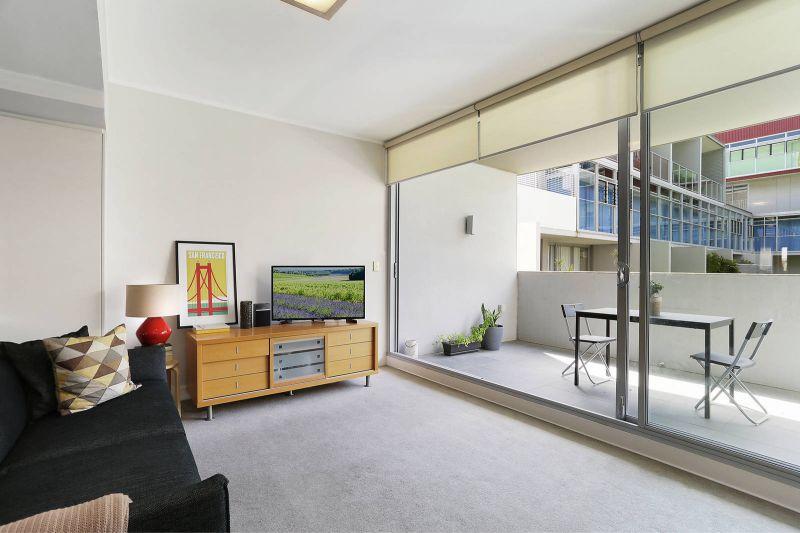 Spacious Split Level Apartment in 'Warehouse 5' Complex