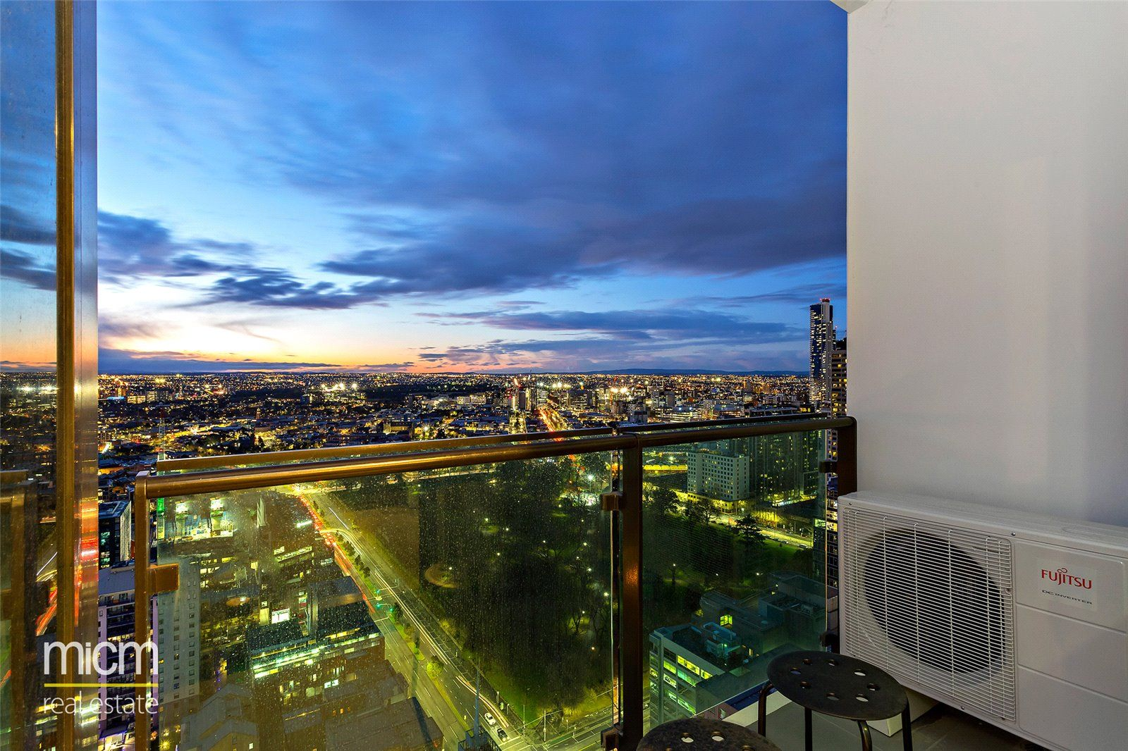 Australis: 30th Floor - Fantastic Two Bedroom Apartment!