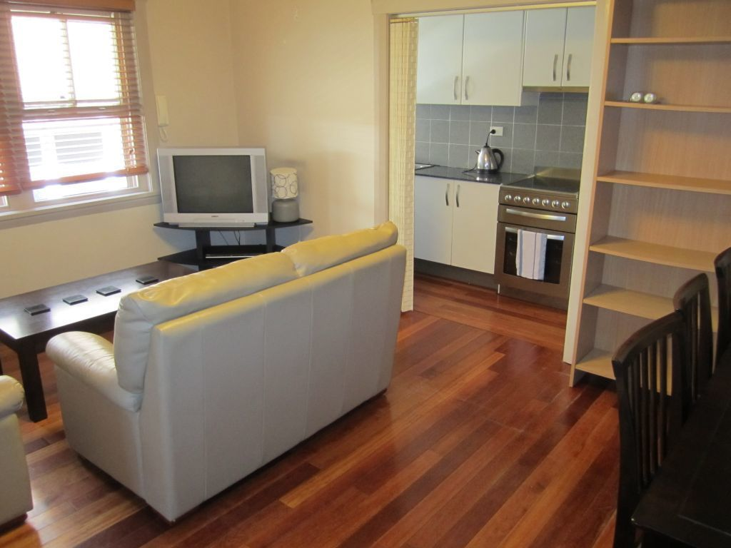 FULLY FURNISHED ONE BEDDER IN THE HEART OF BONDI JUNCTION!
