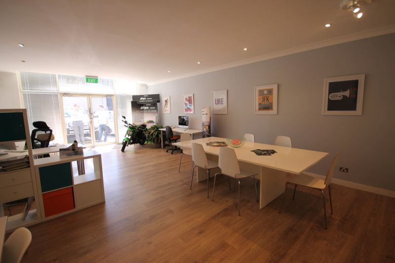 118sqm SHOWROOM/OFFICE UNIT WITH EXCELLENT PRESENTATION