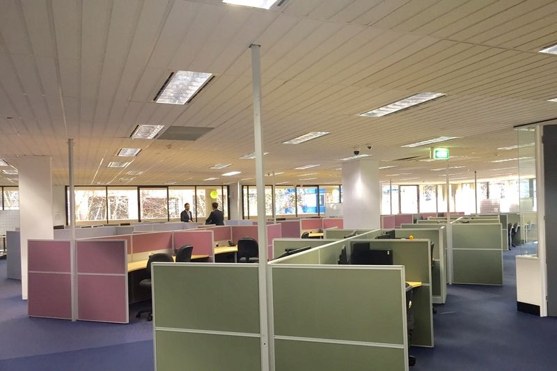 FULLY FITTED-OUT WHOLE FLOOR WITH 84 WORKSTATIONS, CENTRAL STATION