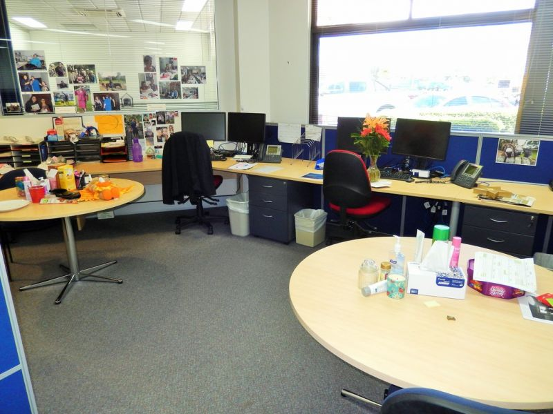 Office And Retail Space From 50m2 To 335m2 In Busy Shopping Centre