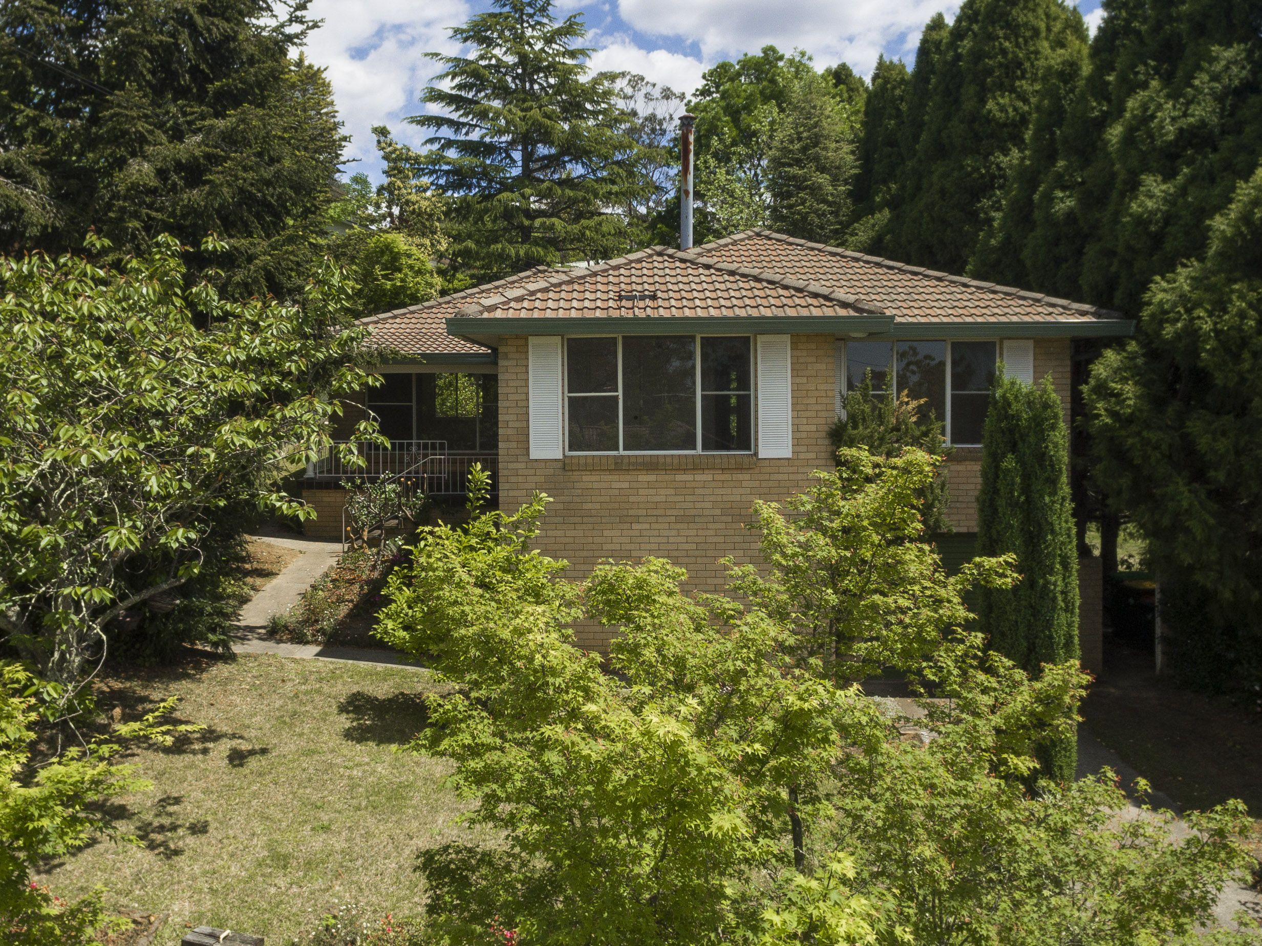 16 Tarella Road Road Wentworth Falls 2782