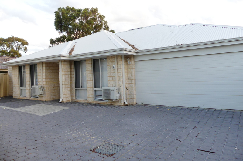 BRAND NEW GREAT LOCATION MODERN EASY CARE