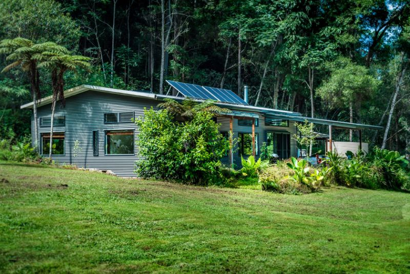 Girralong - A Rainforest Hideaway .....